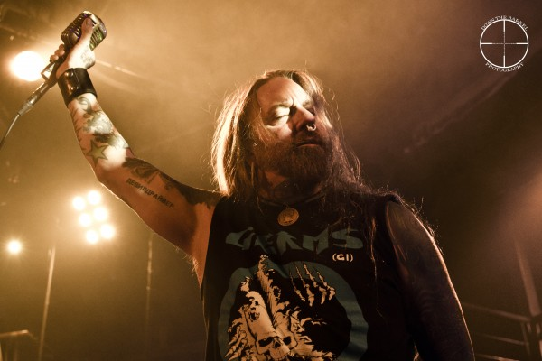 Devildriver Dez eyes closed