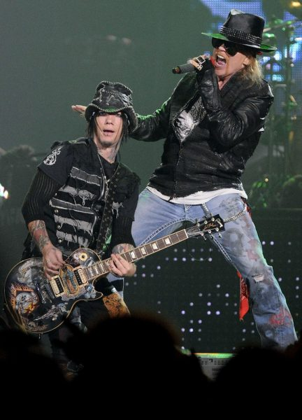 guns-n-roses-perform-on-stage-at-copps-coliseum-04