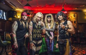 STEEL_PANTHER_Bar_1-Photo-by-David-Jackson