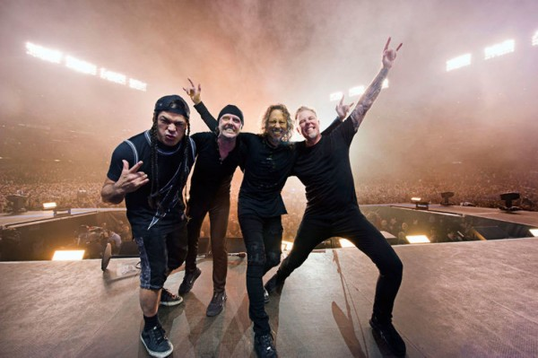 METALLICA BAND SHOT